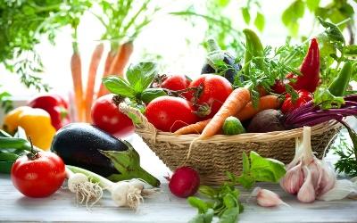 Формирование ассортимента и выкладка овощей в различных магазинах